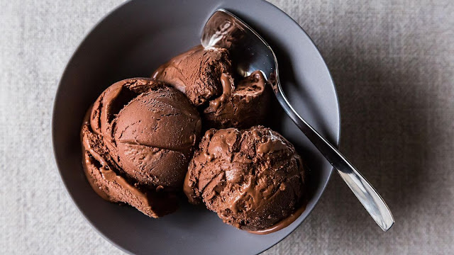 طريقتين لتحضير أيس كريم الشوكولاتة