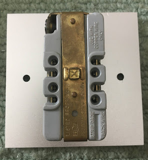 Hubbell US AC wall plate socket Hubbell%2B2