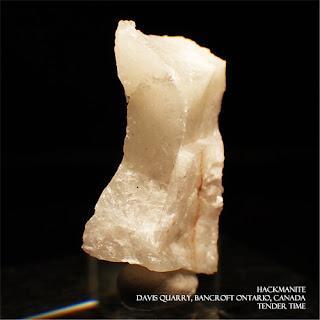 ハックマナイト HACKMANITE Davis Quarry, Bancroft Ontario, Canada
