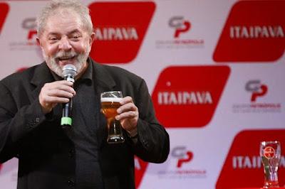 Lula: Quando eu ganhar em 2018 mudarei o nome do Brasil para Cubazuela, e a bandeira será vermelha