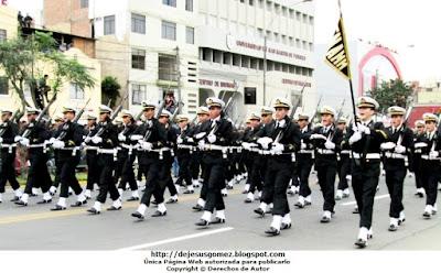 Foto del desfile de alumnos de la Escuela Nacional de Marina Mercante ENAMM en Desfile 2012 por Jesus Gómez