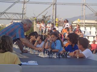 Ο Garry Kasparov παίζει με σκακιστή του Σ. Ο. Κατερίνης!