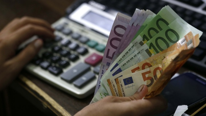 Δόσεις Εφορία: Οδηγίες για τον υπολογισμό των δόσεων του φόρου που πρέπει να καταβάλουν έως σήμερα 31 Αυγούστου όσοι δικαιούνται μείωση της προκαταβολής φόρου
