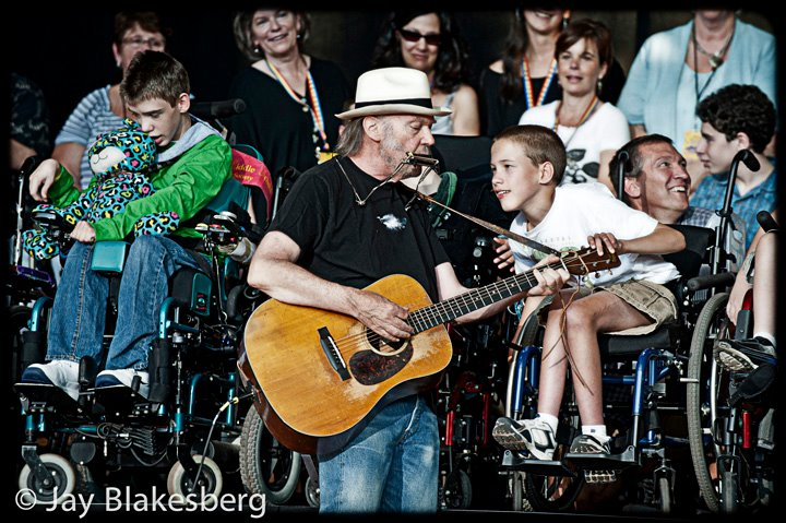 Neil Young News: REVIEW: The Bridge School Concerts - 25th ...