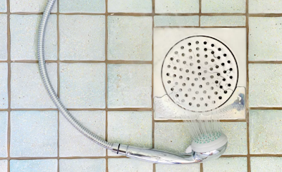 Slik installerer du en dusj Drain