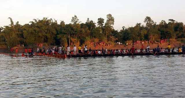 গোলাপগঞ্জের কুশিয়ারা নদীতে নৌকা বাইচ অনুষ্ঠিত
