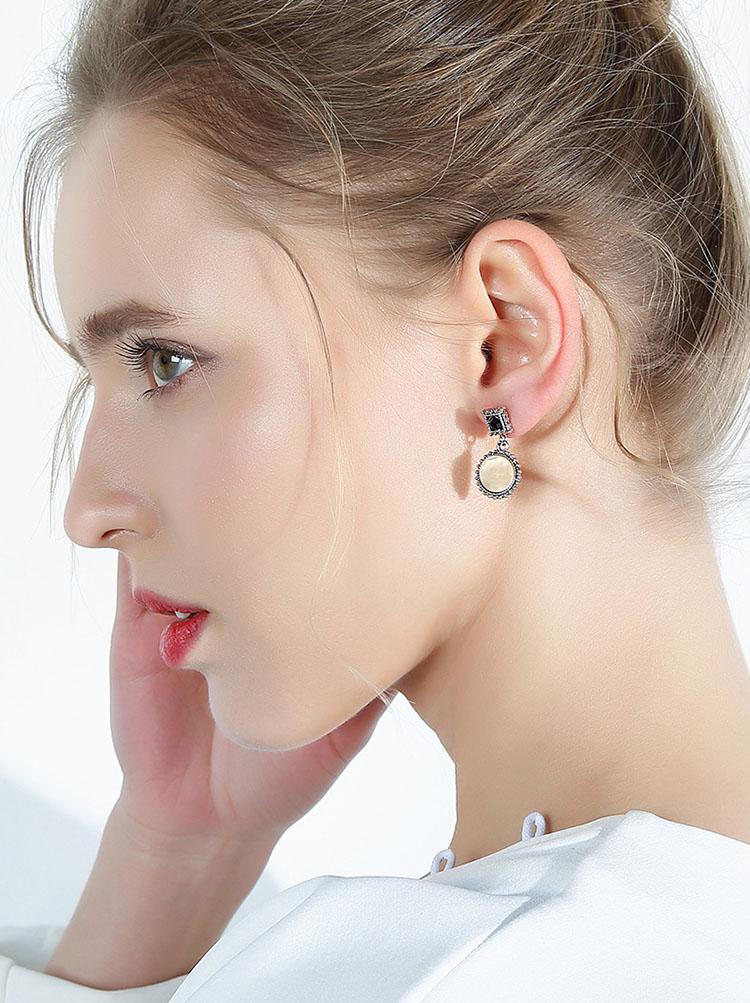米白復古典雅風耳環