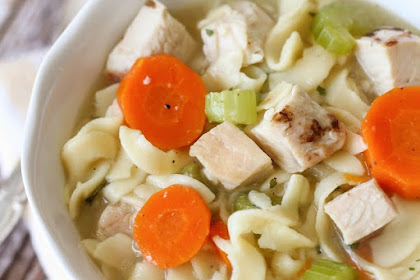 HOMESPUN CHICKEN NOODLE SOUP