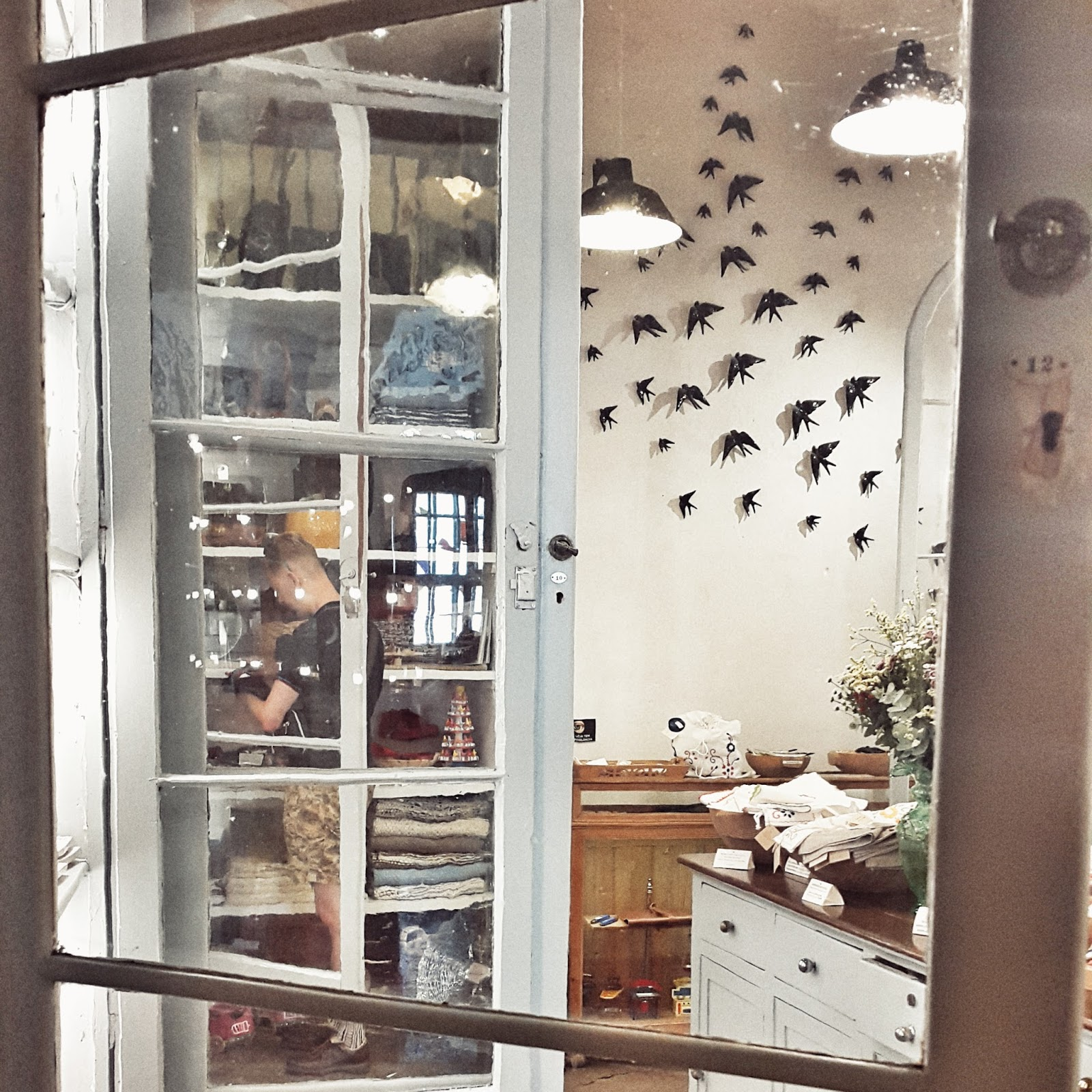 concept store A Vida Portuguesa lisbonne, swallow bird, decoration