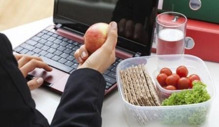 Tips Makan Makanan Sehat di Tempat Kerja