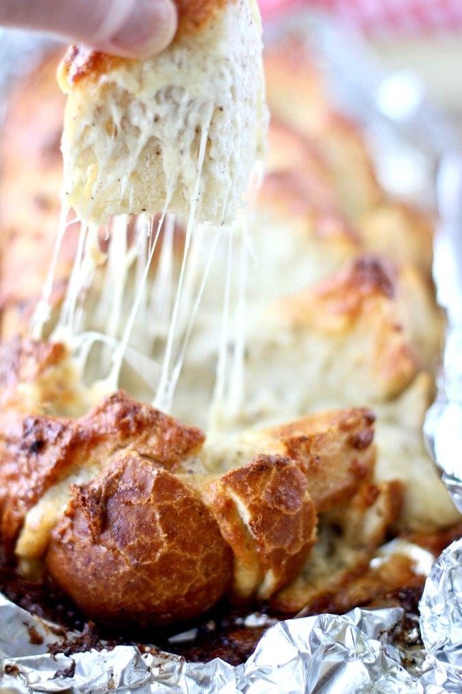 Armadillo Extra Cheesy Garlic Bread