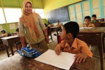 Guru Dilarang Berikan PR Bagi Siswa, Ini Alasannya