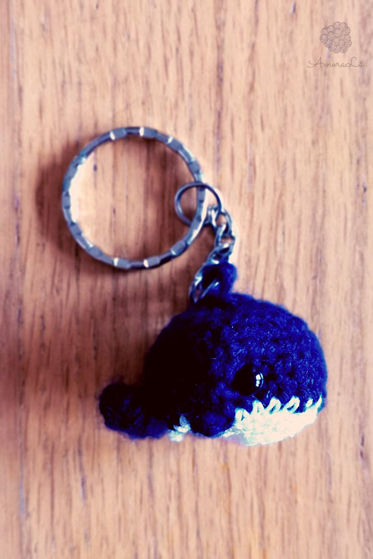 baleia azul em porta-chaves