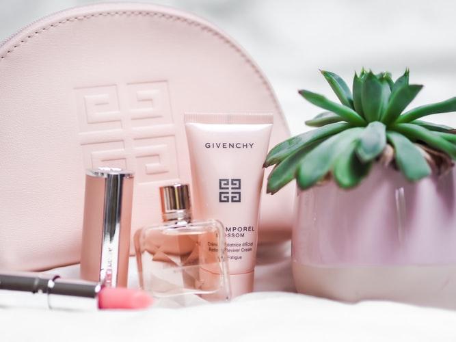 6 Item Yang Perlu Ada Dalam Daily Bag Make Up