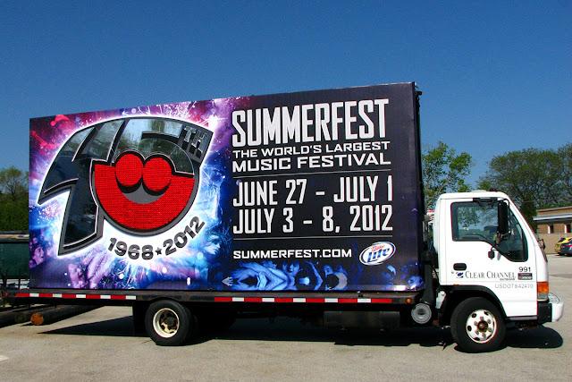 Quảng cáo trên thùng xe tải