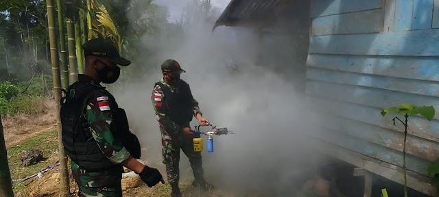 Cegah Wabah Penyakit Malaria, TNI Laksanakan Fogging Di Kampung Yowong Papua