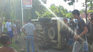 VIDEO: Hindari Truk, Mobil Terguling di Sampoddo