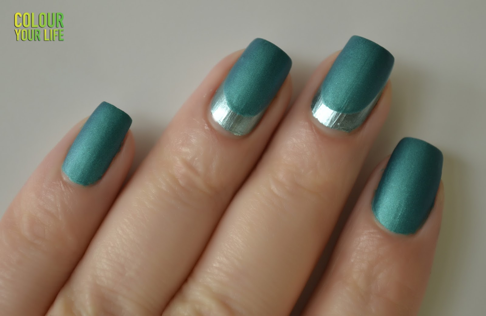 Colour your life: Reverse french nails