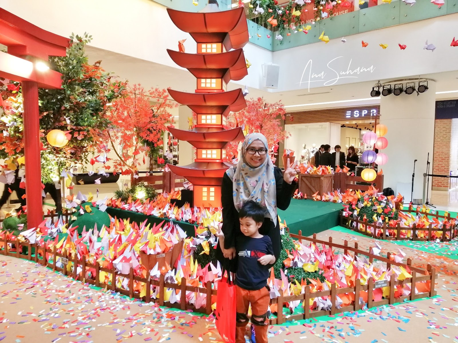 8,888 Keping Origami Arnab di Sunway Putra Mall