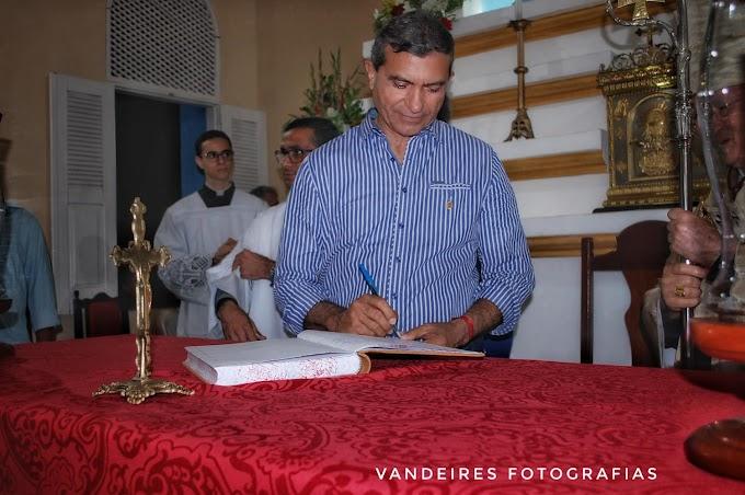 O candidato a Deputado Federal Jackson Bezerra  participou na noite desta sexta-feira (24), da solenidade de posse do novo pároco da cidade de Barcelona