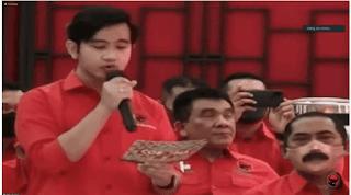 Tak Hanya Blusukan, Gibran Juga Mirip Jokowi Dari Segi 'Berbicara Menggunakan Teks'