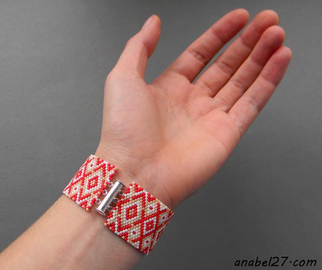 мозаичный браслет из бисера