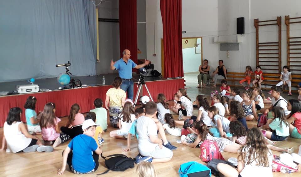 """Μικροί κατασκηνωτές μαθαίνουν """"Περί Αστέρων και άλλων Ουρανίων Σωμάτων"""" στη Λάρισα"""