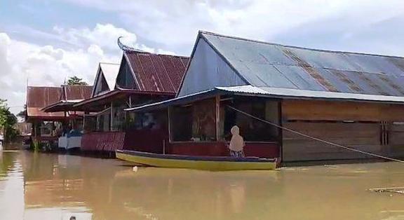 Banjir Masih Rendam Pemukiman,  Warga di Kabupaten Wajo