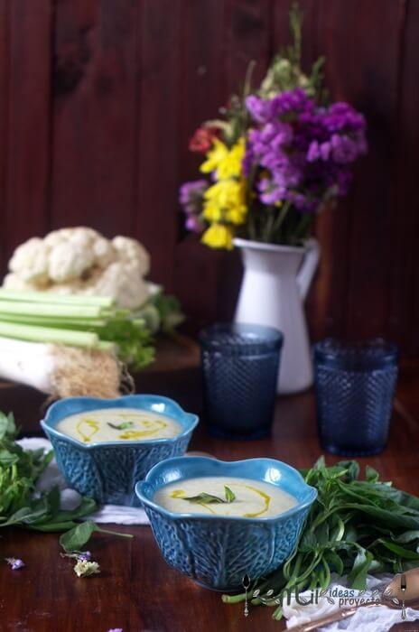como preparar crema de coliflor y albahaca