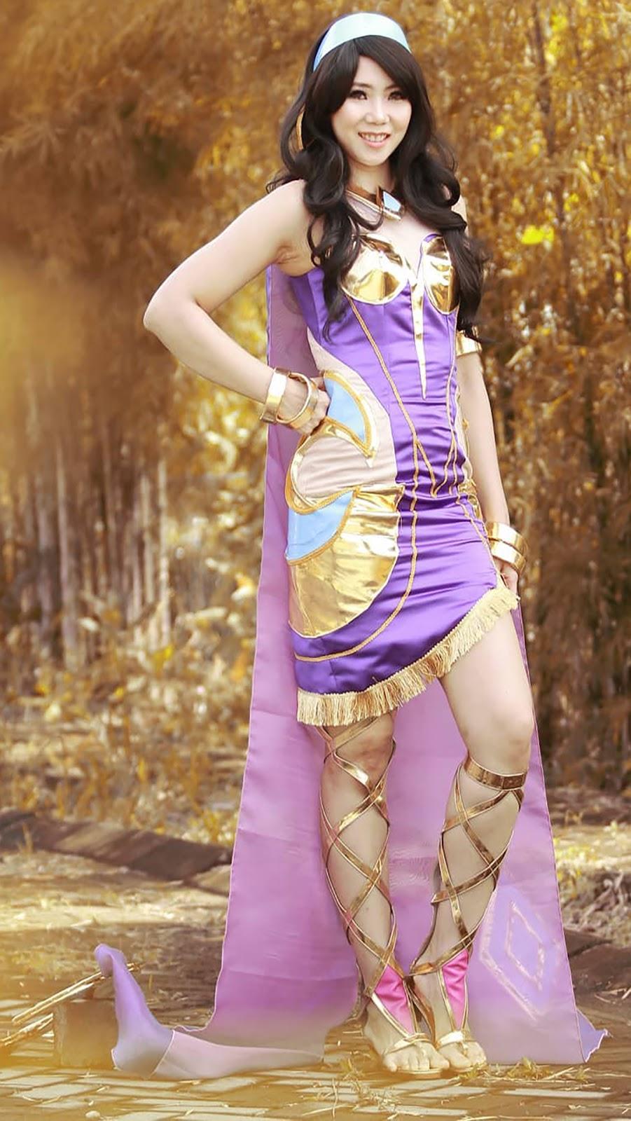 Paha mulus dan seksi Wallpaper Cosplayer Semok Esmeralda