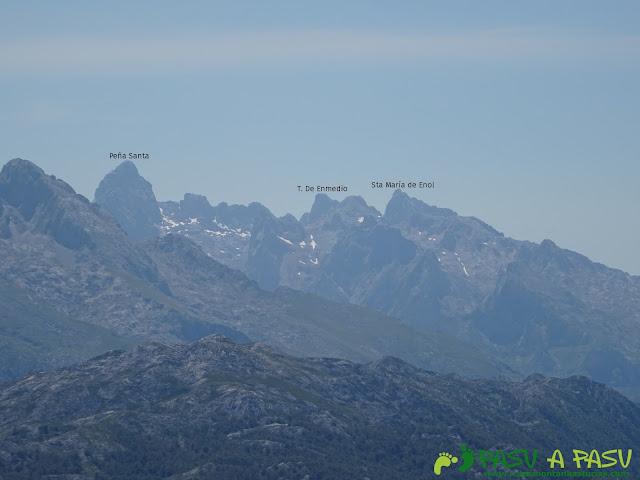 Ruta al Cueto Cerralosa y Jajao: Vista hacia el Macizo Occidental de Picos de Europa