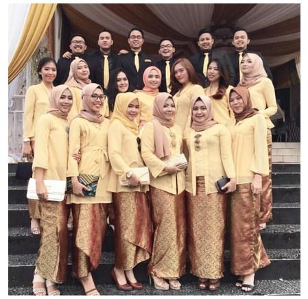 15 Model Kebaya Muslim Modern Nuansa Polos Untuk Segala Event Kegiatan