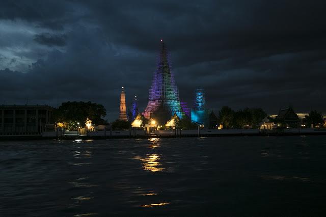 Tempio Wat Arun di notte-Bangkok