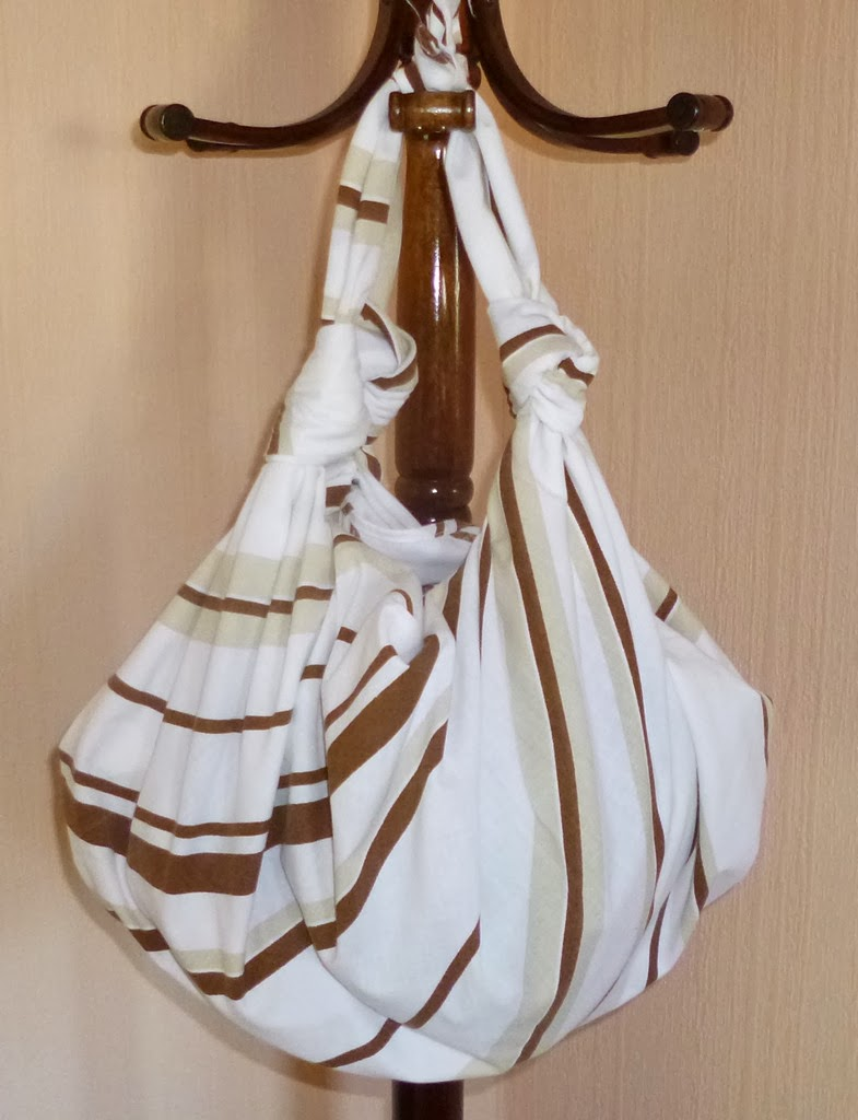 je m 39 clate avec mes 10 doigts faire un sac cabas avec un carr de tissu. Black Bedroom Furniture Sets. Home Design Ideas