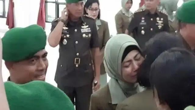 Suaminya Dicopot dari Dandim Kendari, Irma Nasution Menangis