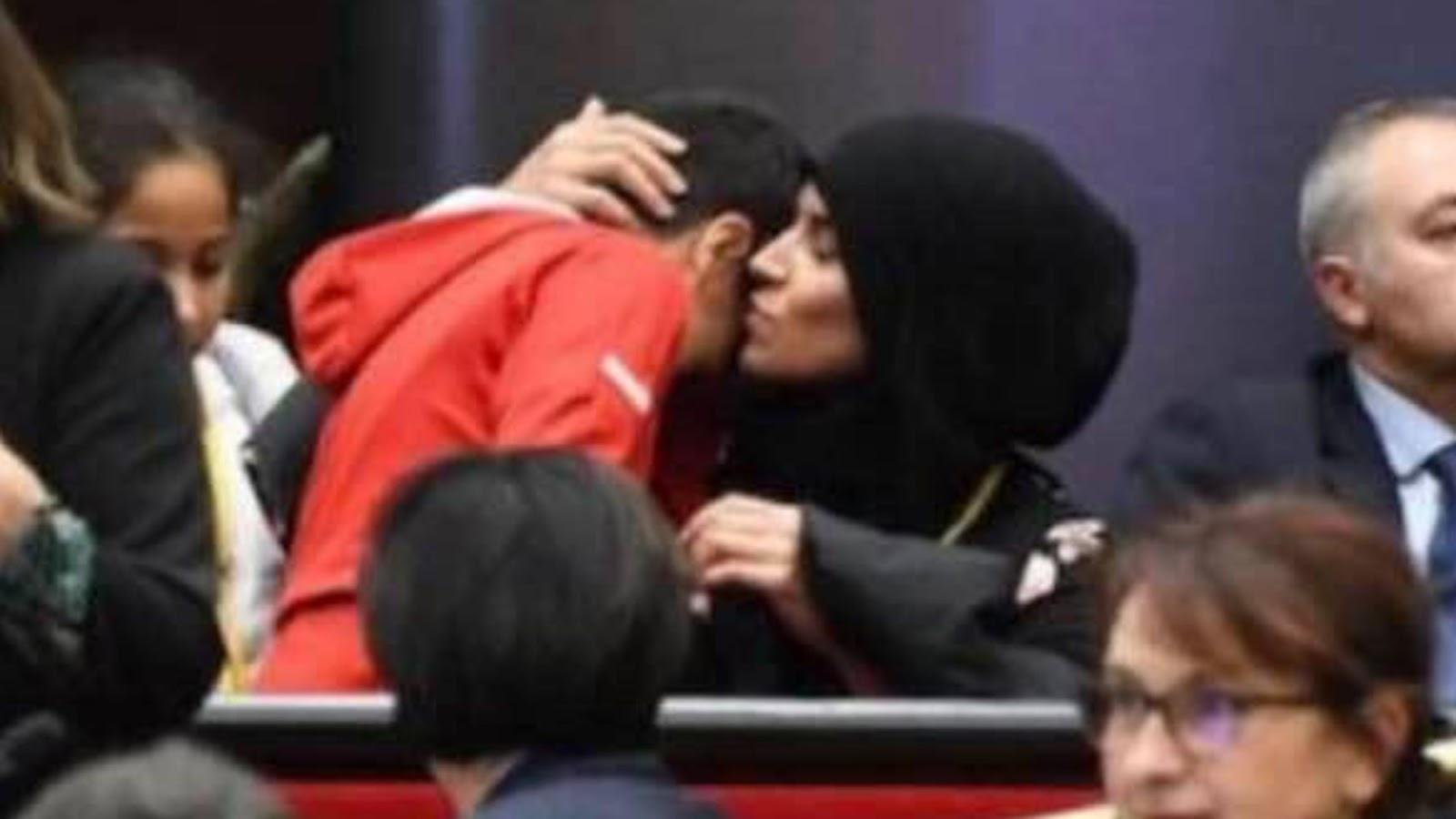 """""""Provocation à la haine raciale"""": La maman voilée prise à partie par Julien Odoul (RN) porte plainte"""