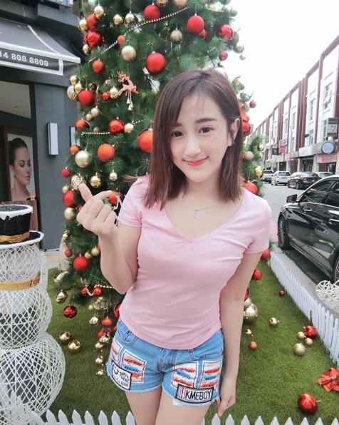 Sexy Photos of Malaysian YouTuber Yang Bao Bei Navel Queens