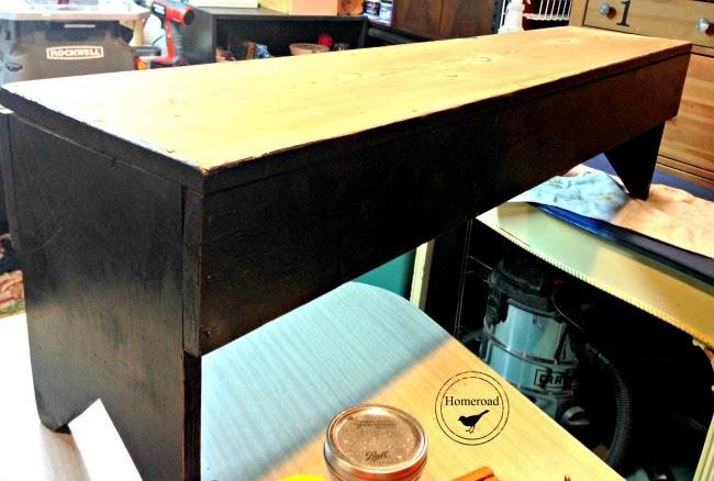Rustic Bench for the Bedroom www.homeroad.net