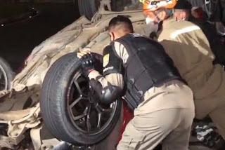 Capotamento atinge motociclista e deixa duas pessoas ferida na BR-230, na noite desta segunda