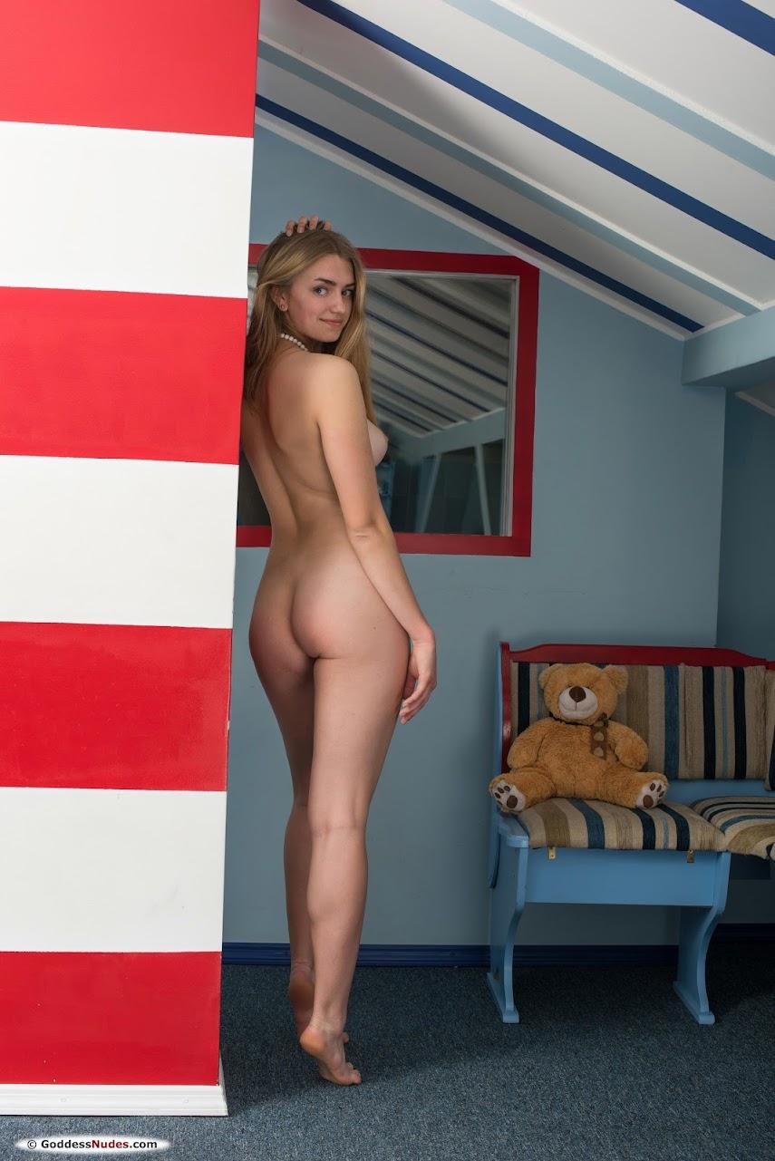 [Goddess Nudes] Susann - Photoset 01 - idols