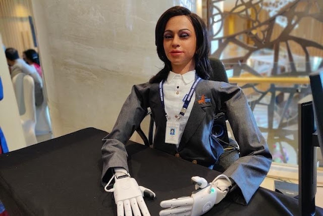Vyommitra_the_Humanoid_Robot_2020_img