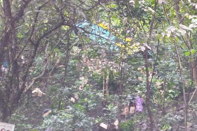 Kelebihan Muatan, Truk Terperosok ke Tebing di Poros Bone-Makassar
