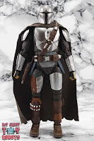 S.H. Figuarts The Mandalorian (Beskar Armor) 03