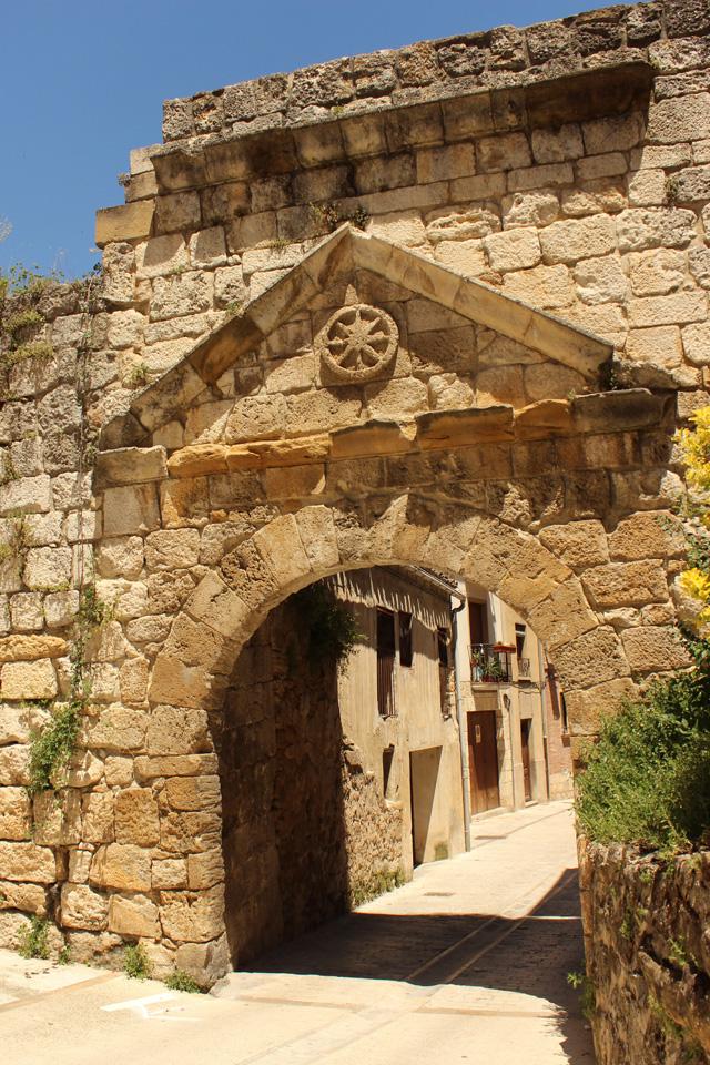 Portal medieval de Castilla