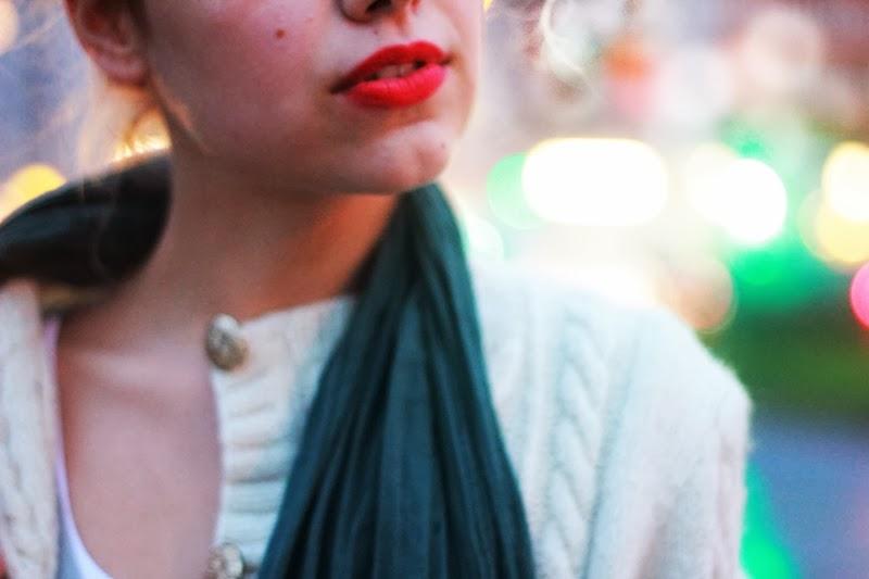 lips face hüftgold schal