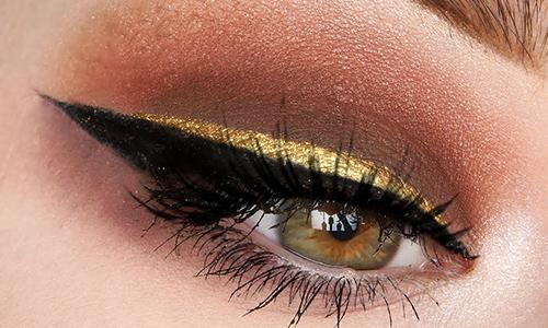 Eyeliner dorado para Nochevieja