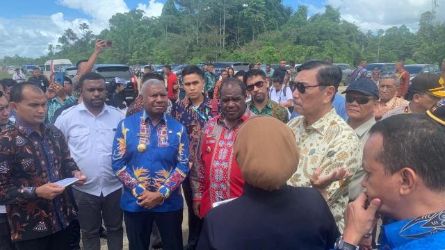 Tak Buat Masyarakat Adat Sejahtera, Luhut Diminta Tinjau Kembali Investasi di Papua