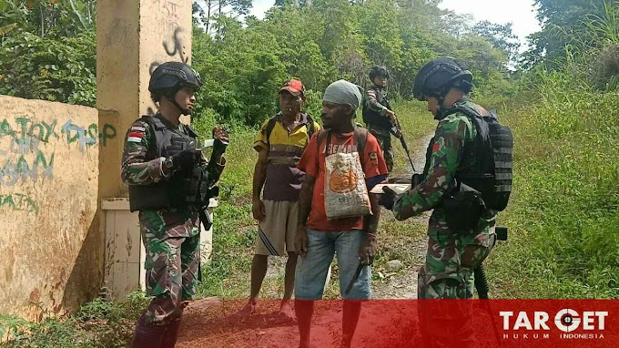 Mengamankan Wilayah Perbatasan Satgas Raider 309 Melaksanakan Pemeriksaan di Pintu Lintas Batas