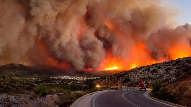Εκτός ελέγχου μεγάλη πυρκαγιά στη Ζάκυνθο - Εκκενώνονται τα χωριά