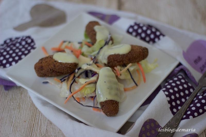 Croquetas de pollo con salsa de mostaza y miel